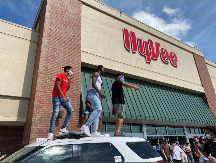 Hy-Vee CEO's political message to employees cites tax concerns, 'social unrest'