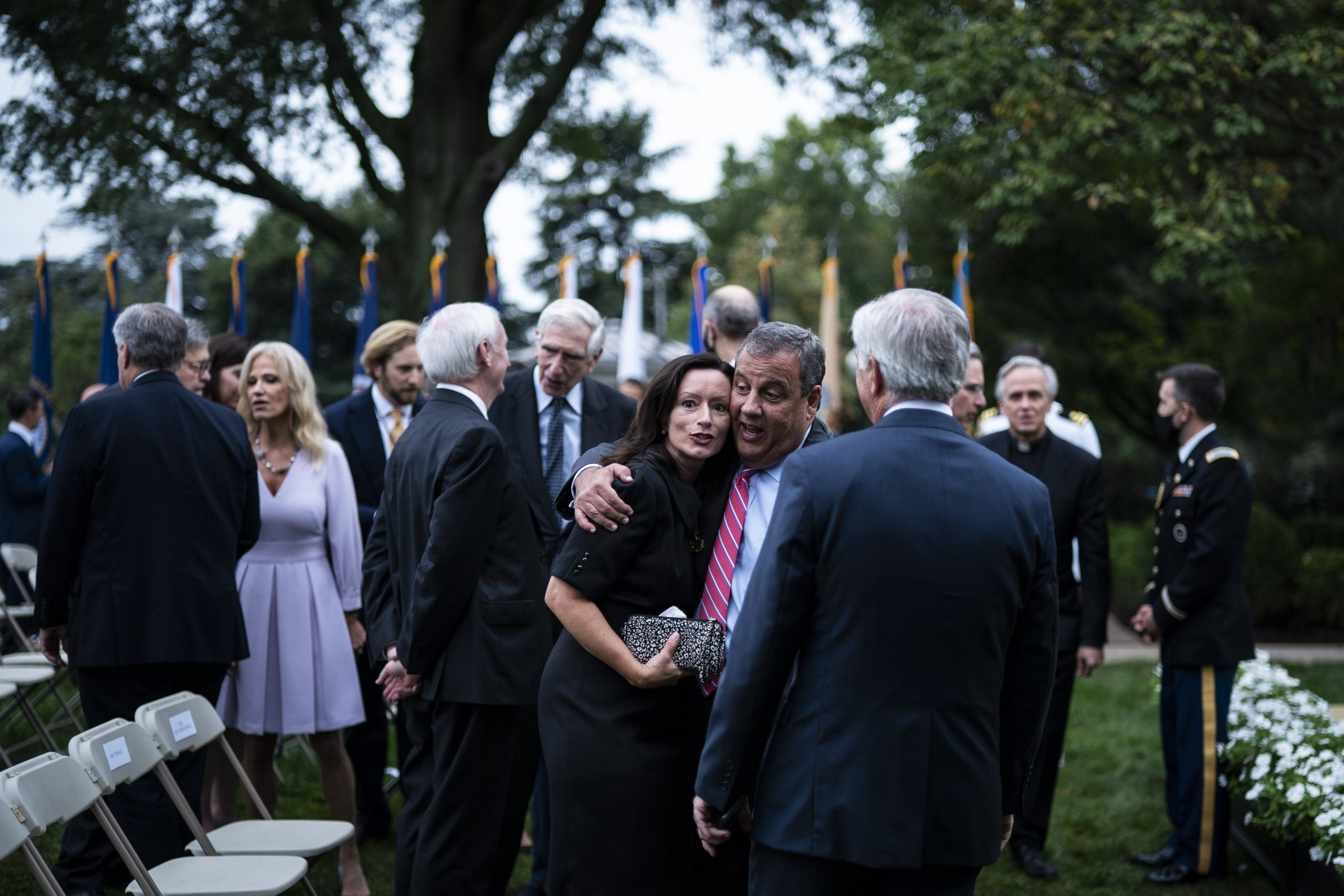 Being outdoors doesn't mean you're safe from COVID-19 – a White House event showed what not to do