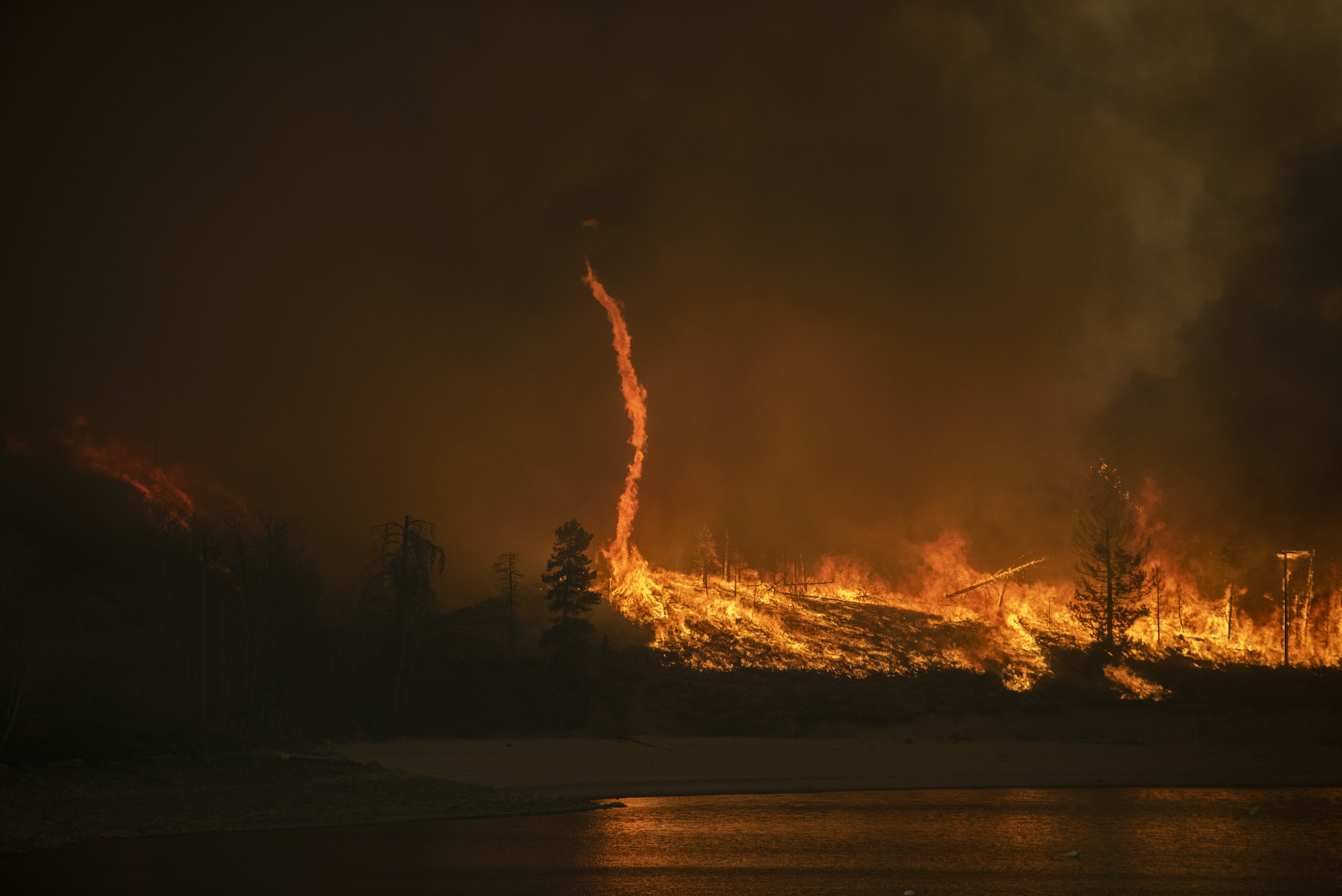 Bipartisan members of Congress launch wildfire caucus