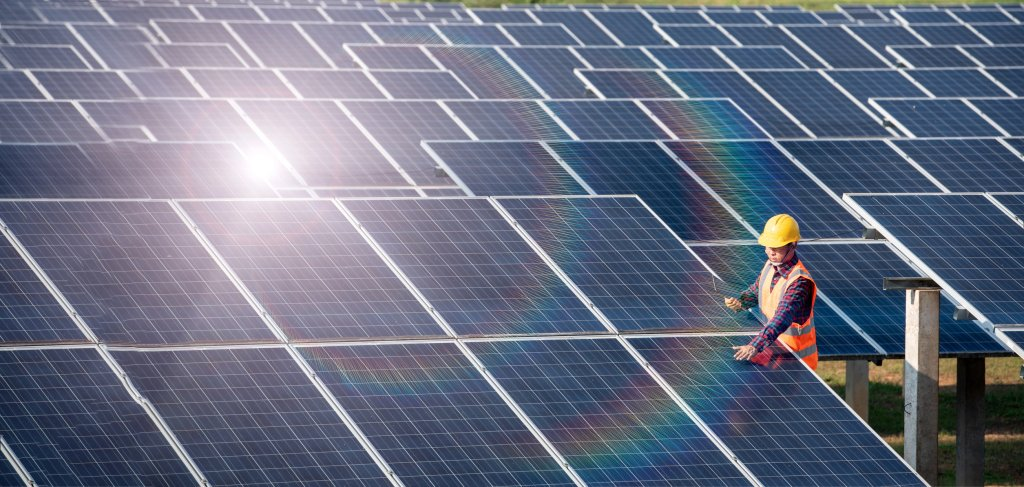 Auditor: Local governments could save combined $375M with average solar installations