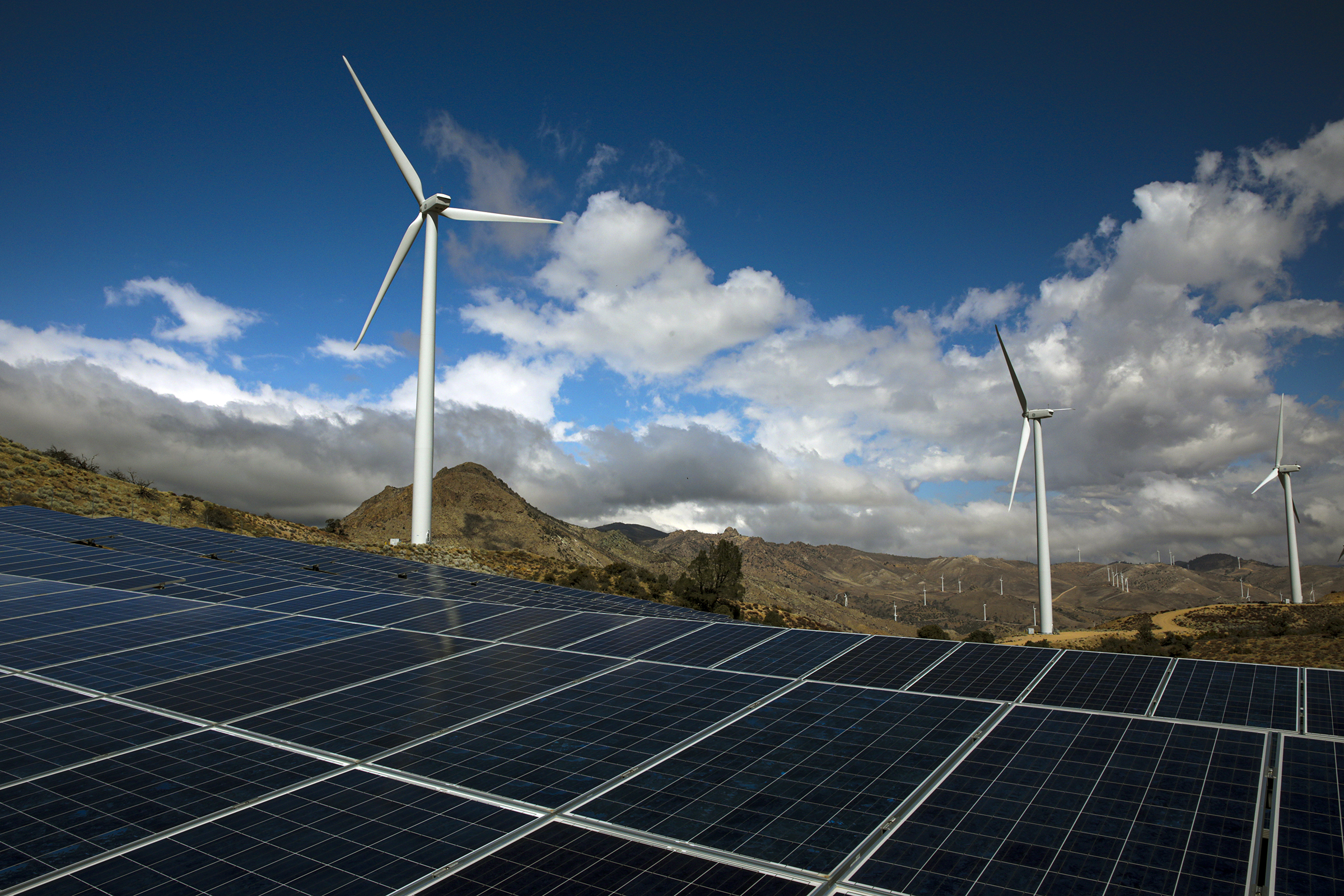The U.S. needs a macrogrid to move electricity from areas that make it to areas that need it